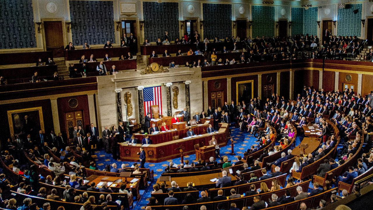 Současně se soubojem oprezidentské křeslo probíhala v USA imediálně upozaděnější volba doSenátu. Přitom právě složení horní komory parlamentu výrazně ovlivní to, jak silný bude budoucí prezident.