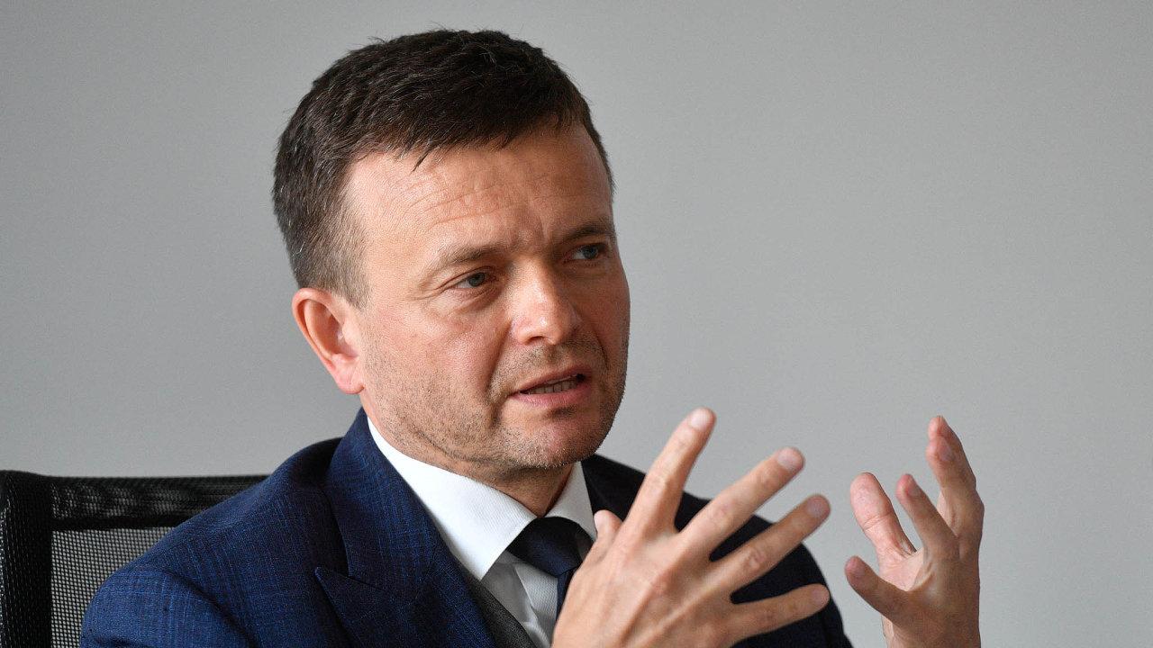 Jednoho z hlavních majitelů skupiny Penta Jaroslava Haščáka slovenská policie zadržela aobvinila zkorupce alegalizace trestné činnosti, konkrétně z praní špinavých peněz.