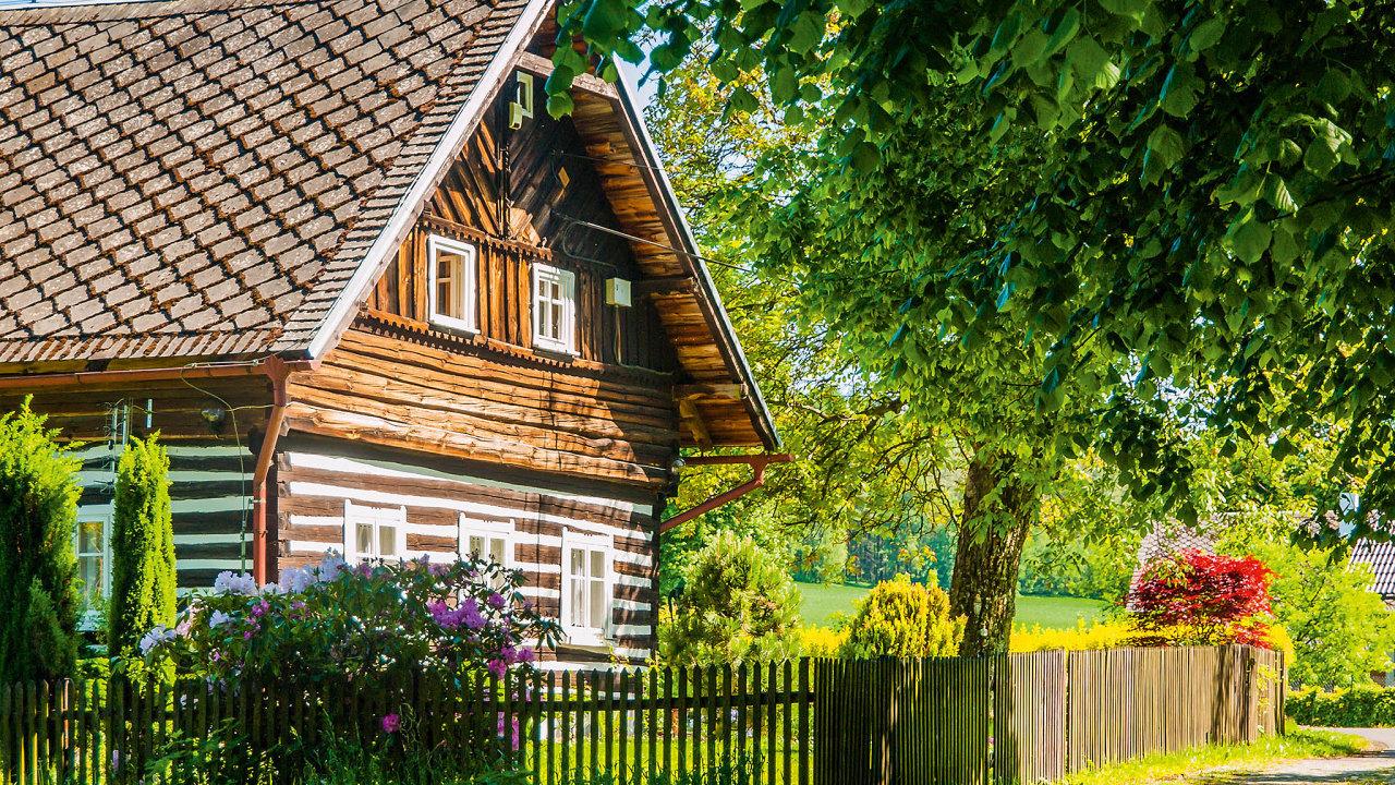 V blízkosti Krkonoš vyjde domek na pět milionů, v Jizerských horách lze městský dům před rekonstrukcí sehnat za čtyři miliony.