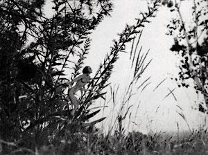[Jedno jsme: já, vítr, slunce, voda, země! (fotografie z roku 1935). Repro z knihy František Drtikol: Duchovní cesta.]