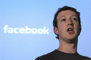 Facebook má ostudu: stránku Marka Zuckerberga napadli hackeři