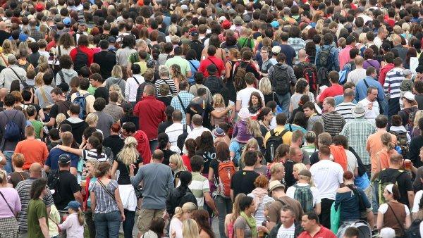 Obyvatelstvo loni nadále stárlo – ilustrační foto.
