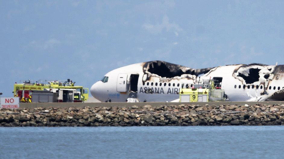 Boeing 777 po havárii na letišti v San Francisku