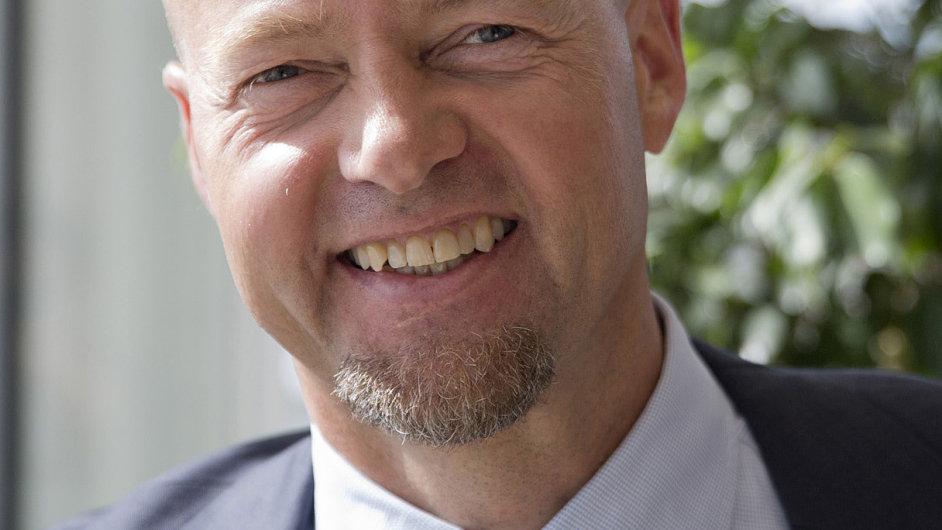 Šéf norského státního penzijního fondu Yngve Slyngstad má souhlas své vlády pouštět se do riskantnějších obchodů na realitním trhu.