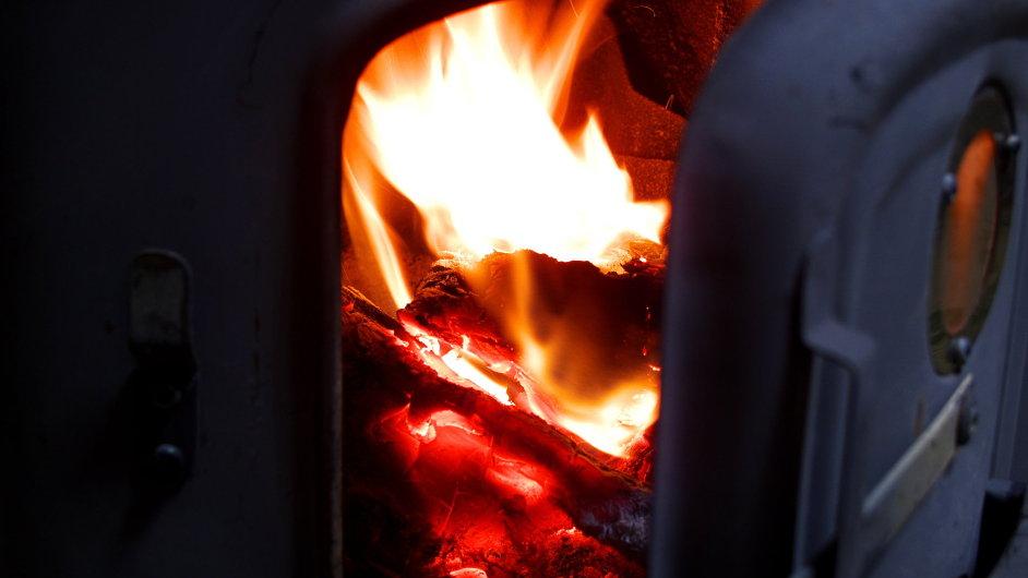 Oheň, kotel, topení - ilustrační