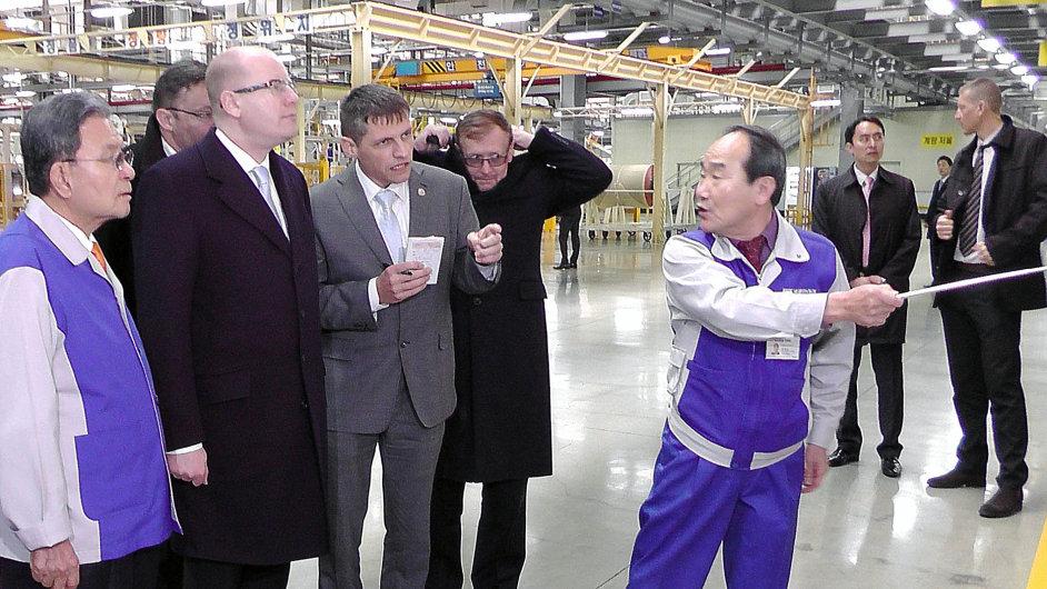 Letos v únoru se při návštěvě Koreje byl v továrně Nexenu podívat i premiér Bohuslav Sobotka.