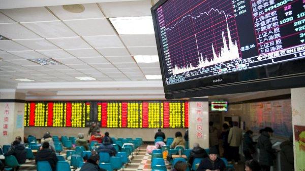 ��nsk� akcie klesaj� pomaleji ne� v �ter�. Dal�� asijsk� trhy ale zaznamenaly r�st.