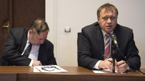 Šiška (vpravo) čelí v souvislosti se svou činností na ministerstvu i dalším trestním stíháním.