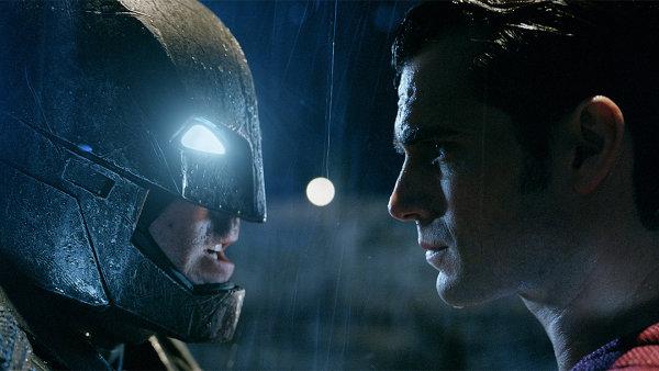 Film Batman v Superman: �svit spravedlnosti od �tvrtka prom�taj� tak� �esk� kina.
