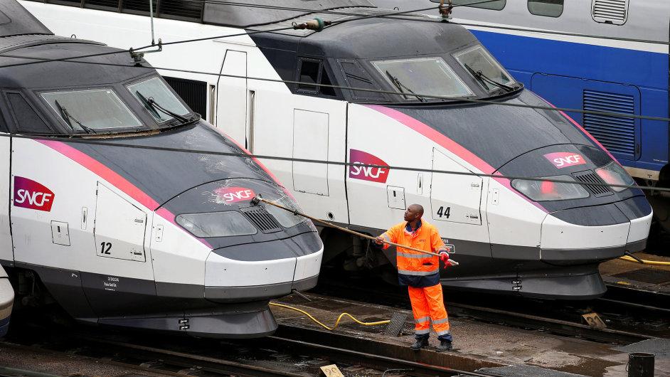 Stávky například železničářů by ve Francii mohly narušit i fotbalové Euro.