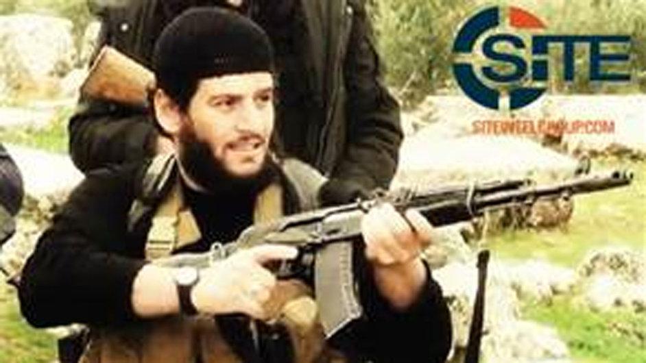 Na fotografii, kterou poskytla americká monitorovací služba SITE, má být mluvčí Islámského státu Muhammad Adnání.
