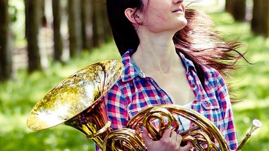 Kateřina Javůrková od ledna 2014 působí v hornové skupině České filharmonie.