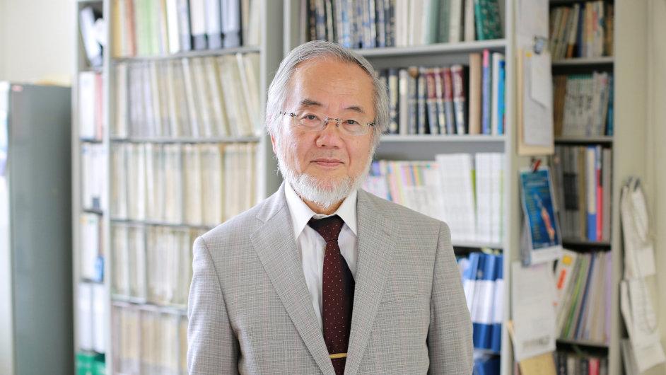 Jošinori Ósumi, japonský vědec oceněný Nobelovou cenou.