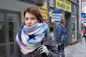 Osobitost českých měst zaniká pod nánosy nevkusné reklamy, říká designérka, která chce očistit ulice Brna