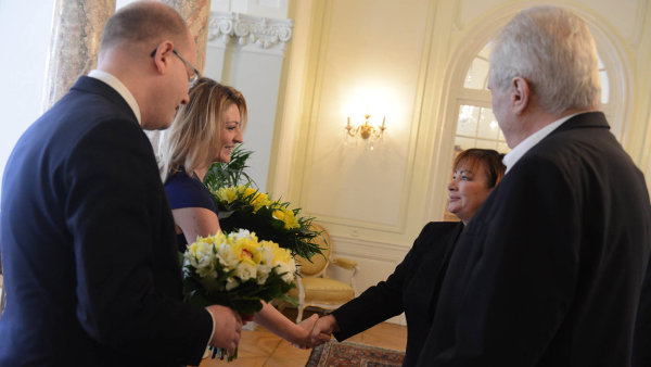Novoroční oběd. Tradiční setkání premiéra a prezidenta s manželkami na lánském zámku.