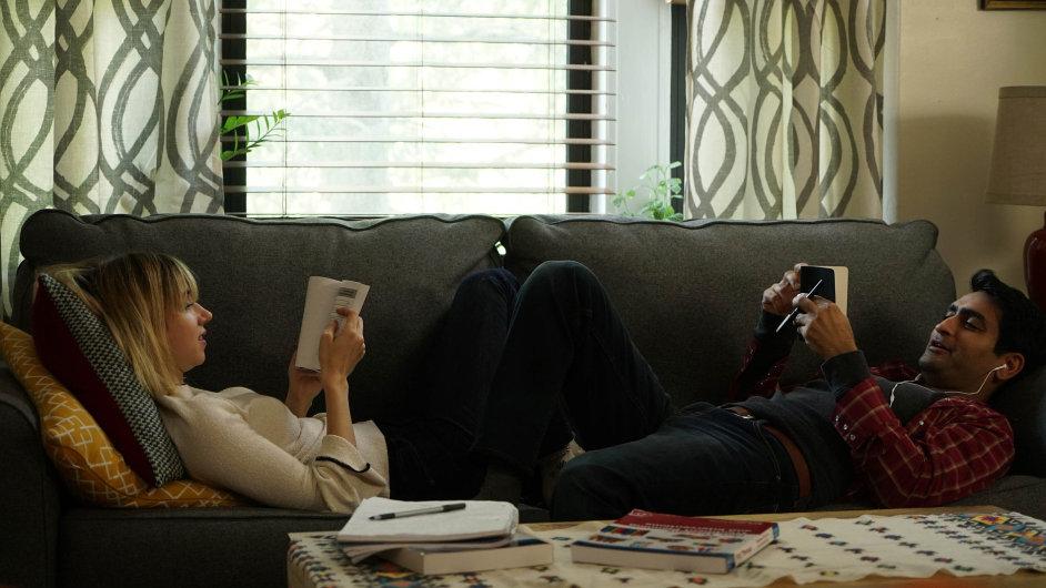 The Big Sick je film o podivínovi, jehož svět komediálních stand-upů a hororů přepadne až příliš skutečná realita.