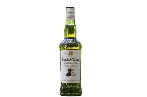 Nostalgická whisky: První doušek Black & White nabízí výraznou chuť sladu v obilných kulisách
