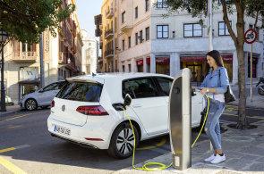 Volkswagen půjčí firmám i státu zdarma padesát elektromobilů. Chce zpopularizovat elektromobilitu v Česku