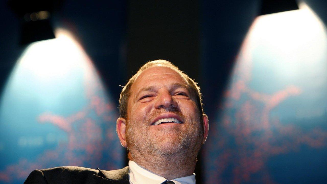 Producenta Harveyho Weinsteina zWeinstein Company (dříve např. Miramax) obivinilo ze sexuálního obtěžování nebo napadení několik desítek žen. Jsou mezi nimi i držitelky Oscarů.