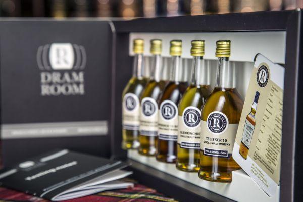 DramRoom si klade za cíl naučit Čechy pít kvalitní whisky.