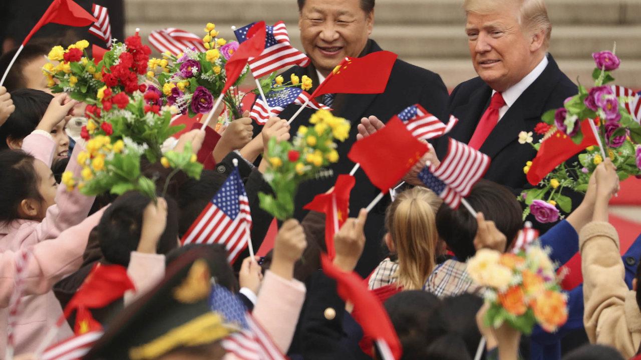 Donald aSi: Zatleskat si, pochválit se, pár zdvořilostních frází ačísel pro média apokračovat dál.