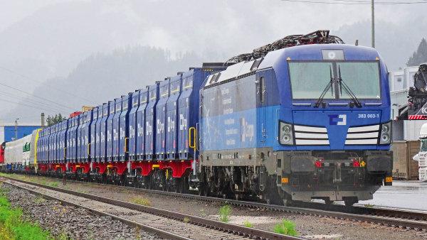 Na oslavě se předvedla lokomotiva Siemens Vectron v barvách ČD Cargo s nově vyrobenými kontejnery.