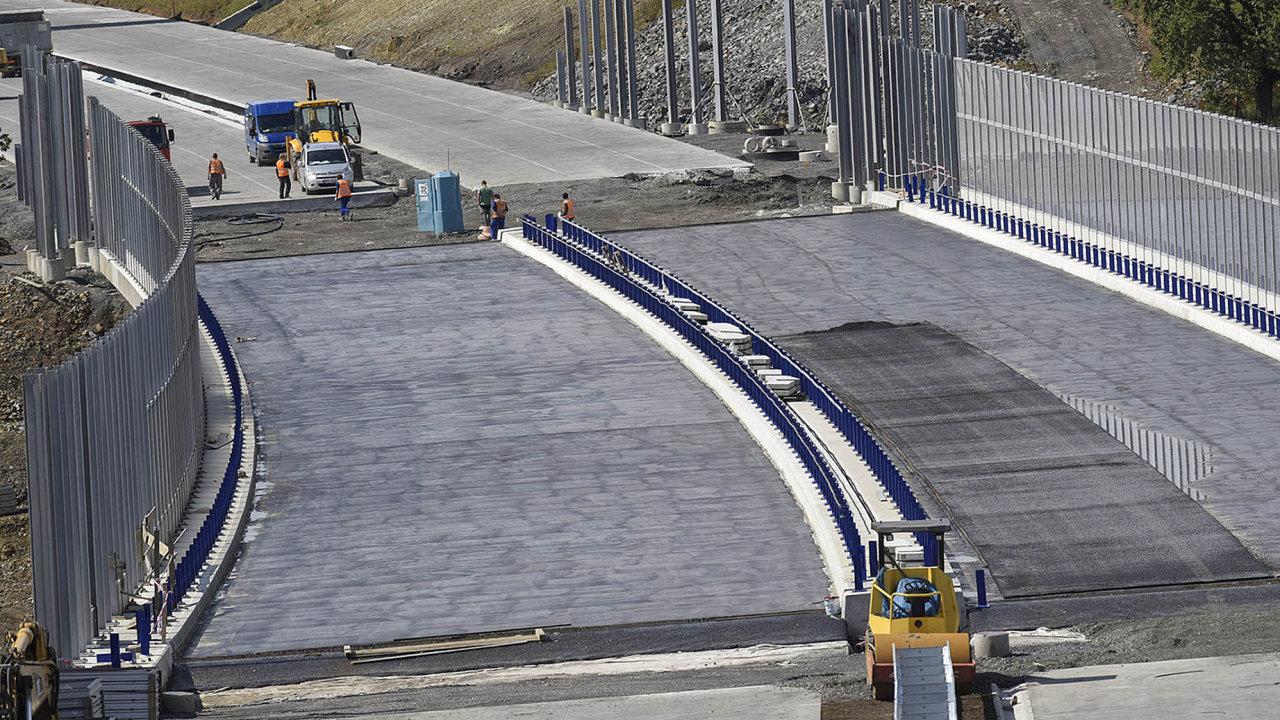 Novela zákona o urychlení výstavby dopravní infrastruktury nyní zamíří do Senátu.