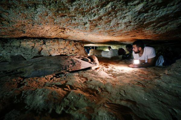 V Egyptě odkryli starověké pohřebiště s desítkami sarkofágů, archeologie