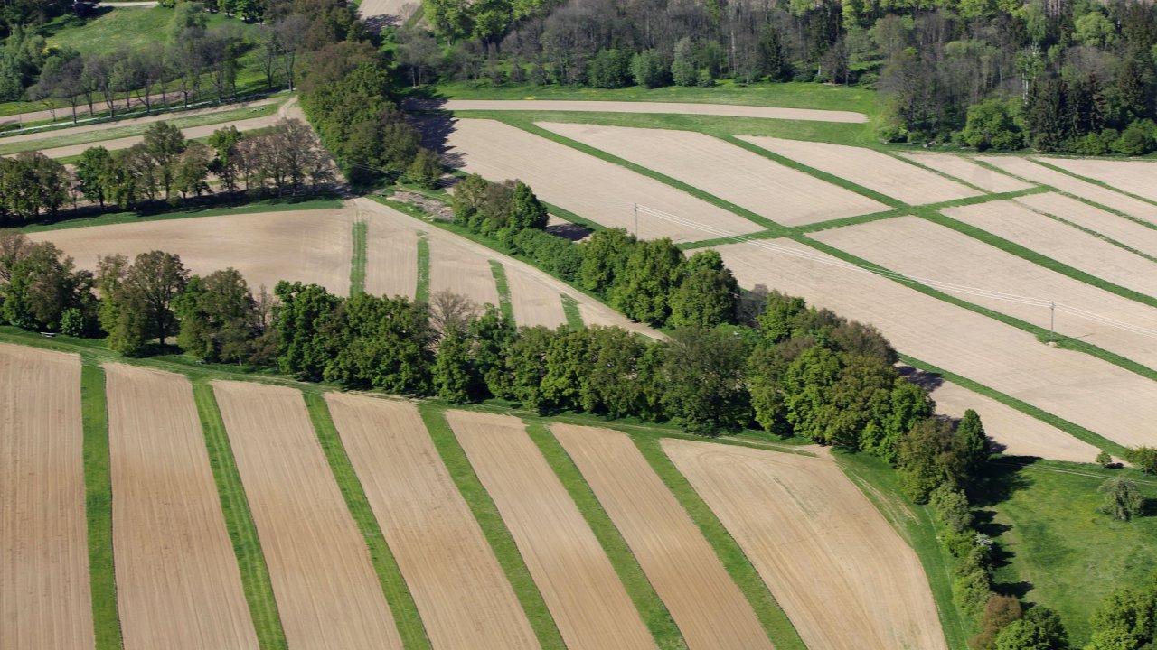 O půdu je stále větší zájem (ilustrační foto).