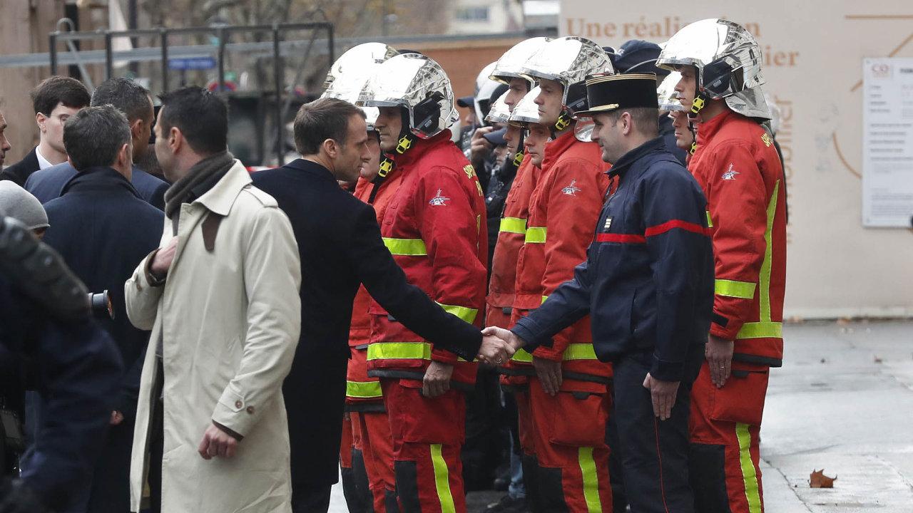 Občanské nepokoje. Francie je zachvácena protesty, prezident Emmanuel Macron nemá dobrou pozici.