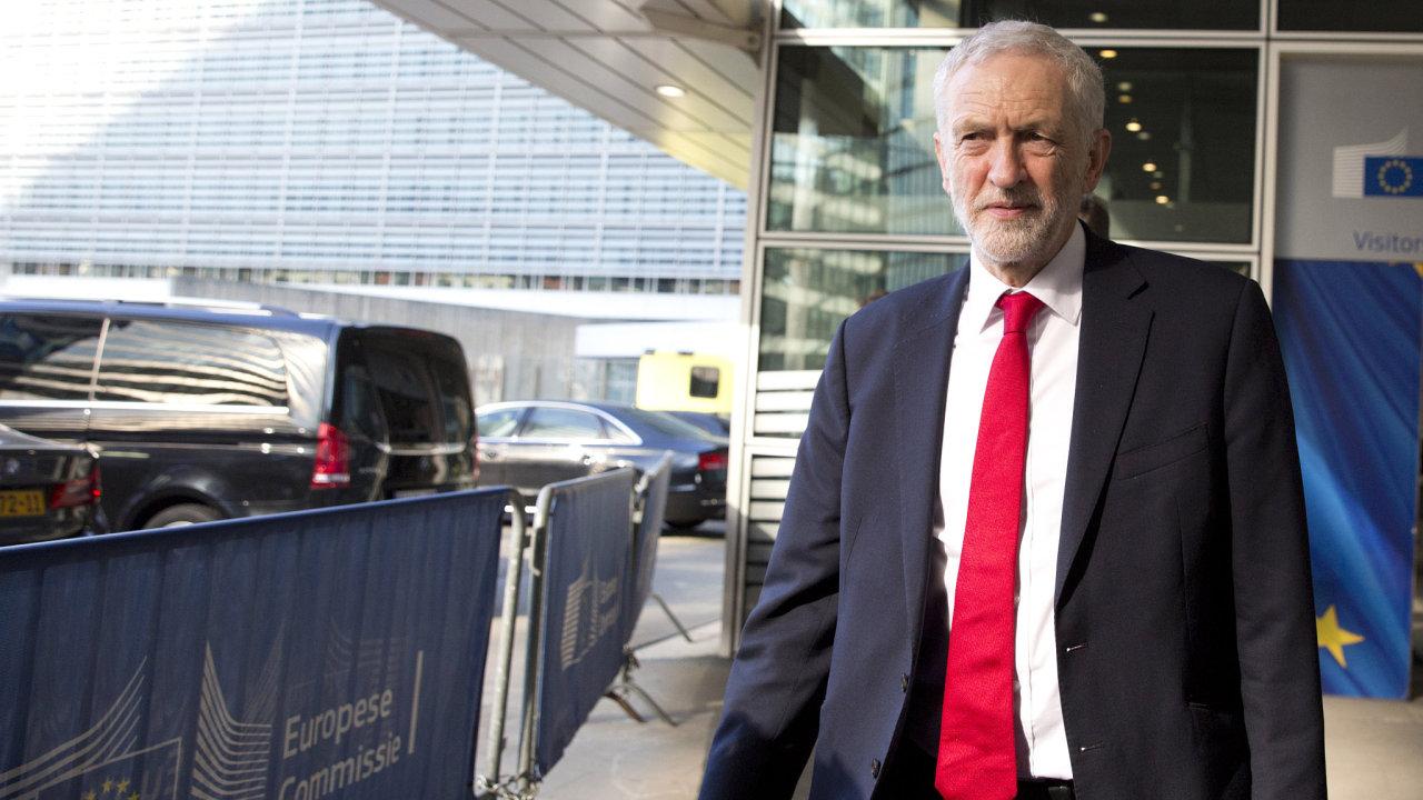 Předseda opozičních labouristů Jeremy Corbyn.