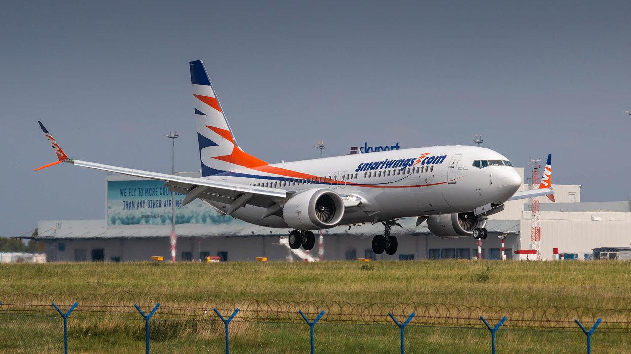 """Česká letecká společnost Smartwings provozuje sedm strojů Boeing 737 Max. Ty ale po nehodě dvou těchto letounů v Indonésii a Etiopii musela """"posadit"""" na zem."""