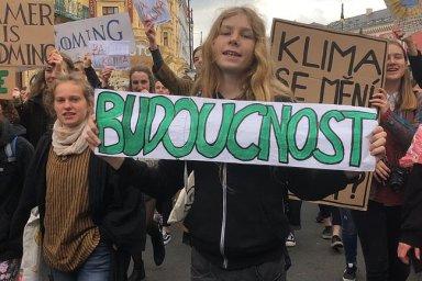 Z uhlí se nenajíš! Stovky studentů opět protestovaly v Praze za ochranu klimatu.