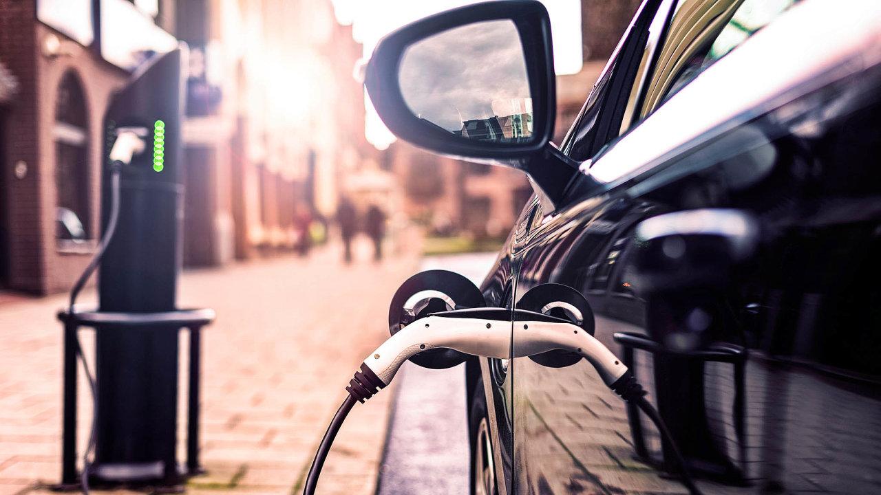 250 tisíc elektromobilů: Doroku 2030 bude pro čtvrt milionu elektromobilů potřeba 19 tisíc dobíječek.