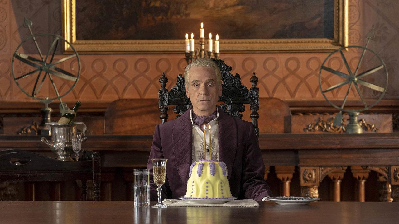 Britský oscarový herec Jeremy Irons si v seriálu Watchmen zahrál nejinteligentnějšího člověka na Zemi.