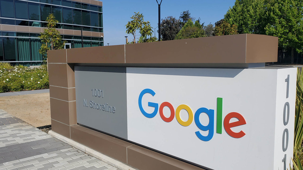 Roční obrat Googlu je přes sto miliard dolarů. Zčeho by měl ale český správce daně vypočítat digitální daň, nikdo neví.