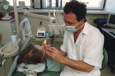 Ve Šluknovském výběžku na Děčínsku, kde žije zhruba 55 tisíc lidí, ordinuje 20 zubařů, 16 z nich je v důchodovém věku - Ilustrační foto.