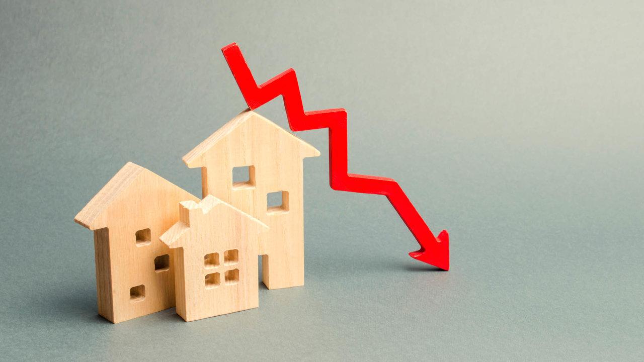 Trh s bydlením v důsledku nouzového stavu zcela zamrzl a s ním logicky i trh hypoteční. ČNB místo zpřísňování začala podmínky hypoték ve snaze rozpohybovat strnulý trh uvolňovat.