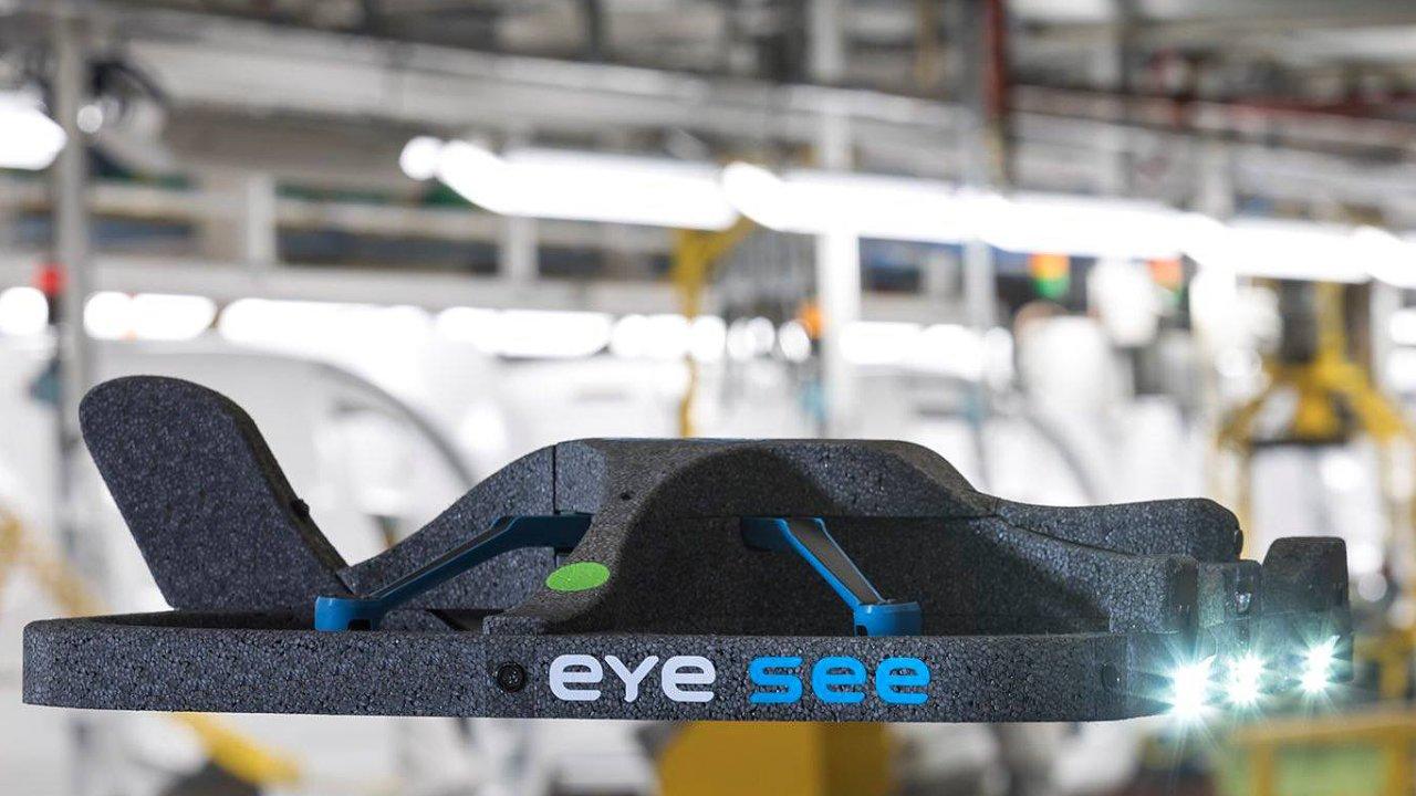 Společnost FM Logistic nasazuje ve svých skladech drony Eysee od Hardis Group a Squadrone System.