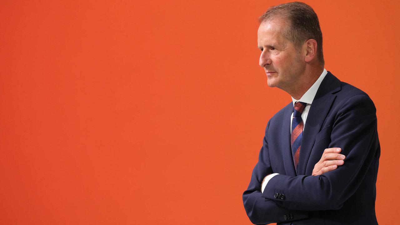 Diessova pozice je stále velmi silná. Důvěřují mu rodiny Porscheových aPiëchových, jež Volkswagen fakticky ovládají. Adobré vztahy má ispředsedou vlivných koncernových odborů Berndem Osterlohem.