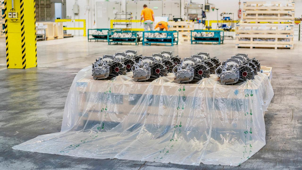 Škoda Auto namísto běžných plastů kbalení svých součástek začala využívat fólie nabázi kukuřičného škrobu. Ty se počase samy rozloží naneškodný biologický materiál.