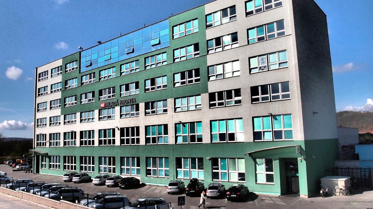 Vyklizení budovy: Mladá fronta už včervnu opustila své sídlo vpražských Modřanech (nasnímku) poté, co dostala výpověď.