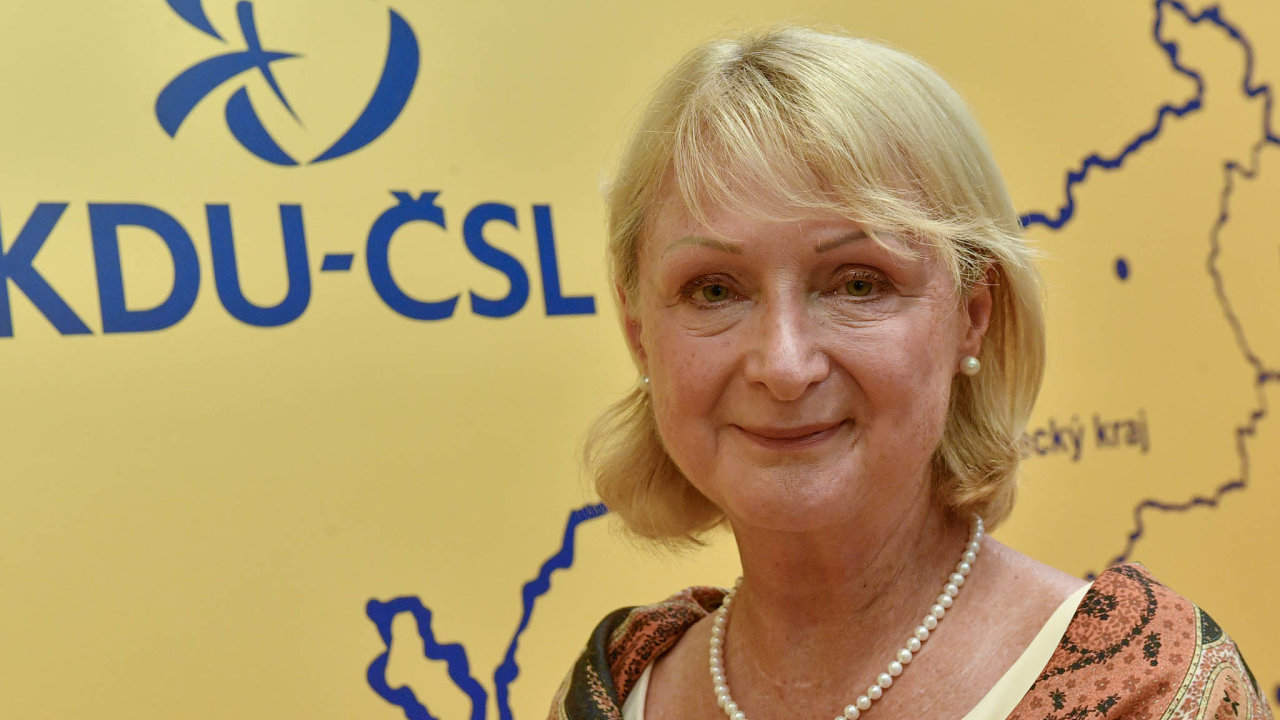 Jitka Seitlová je členkou KDU-ČSL, zasebou ale má pestrou minulost. Koncem 90.let byla vevedení ODA, působila také jako zástupkyně dvou ombudsmanů. Místopředsedkyní Senátu je odletošního října.