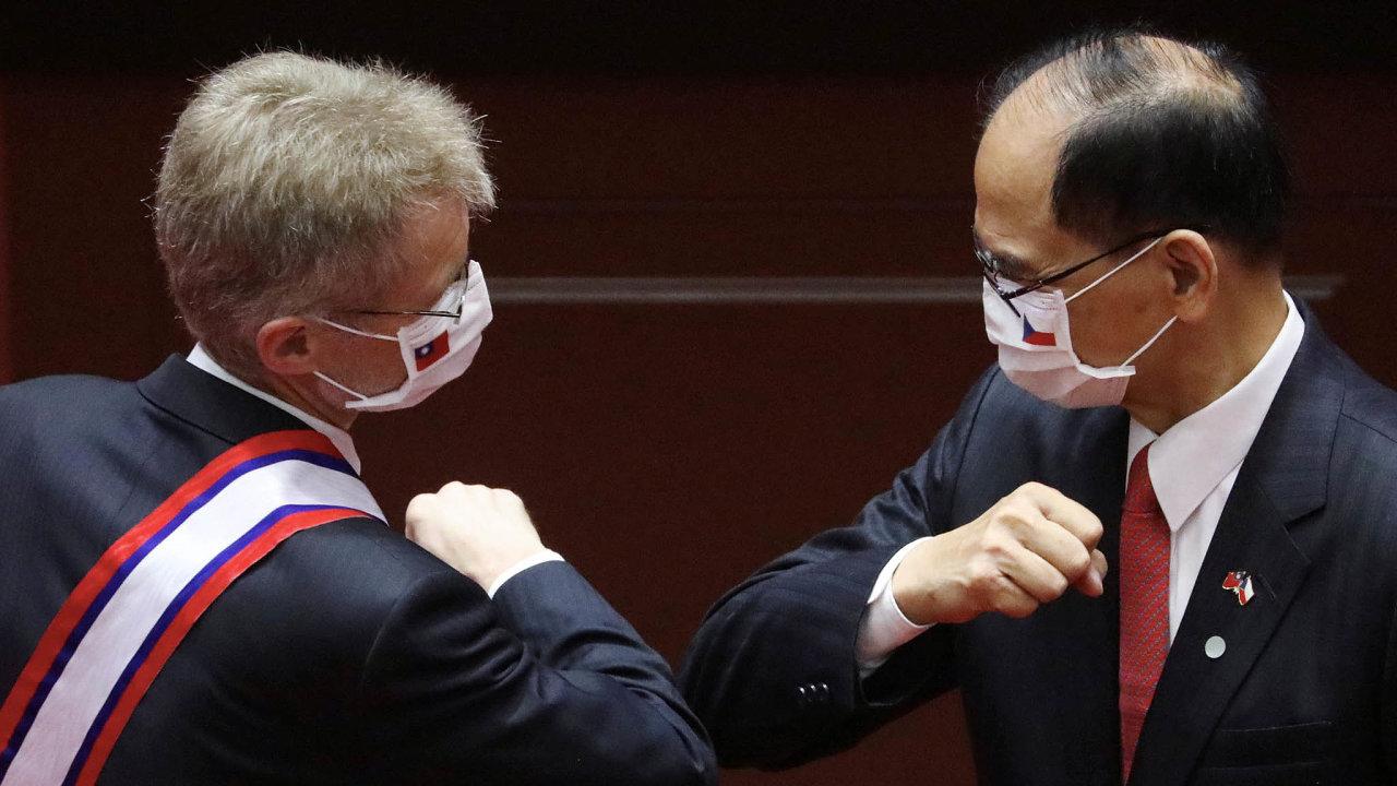 Pocty aroušky.Cestu senátní delegace naTchaj-wan provázela mimořádná pozornost– zaměřená jak napolitický význam české návštěvy, tak nadodržování koronavirových opatření.