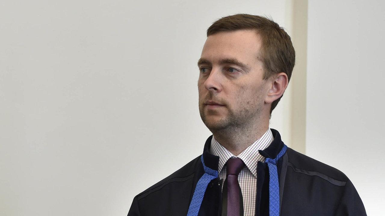 Předsedu Ústavního soudu Pavla Rychetského označuje advokát David Záhumenský (na snímku) zaservilního vůči vládě aneschopného se postavit exekutivě.