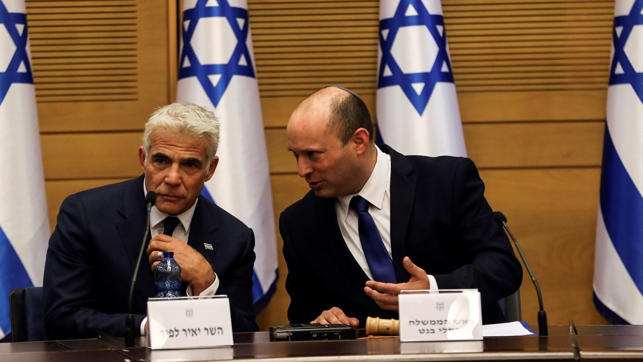 Izraelský premiér Naftali Bennett (vpravo) a ministr zahraničí Jair Lapid.