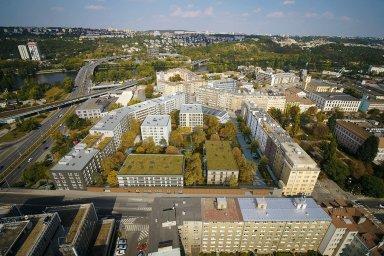 Majitel hornických bytů po OKD míří do Prahy. Od developera Finep kupuje 164 rozestavěných bytů v Holešovicích