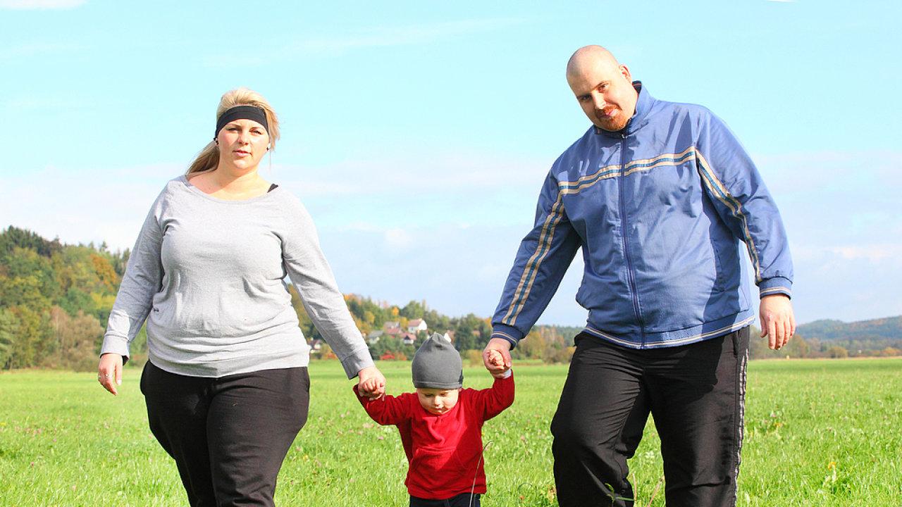 Tlustá rodina, tlustý člověk, obezita, nadváha - ilustrační foto
