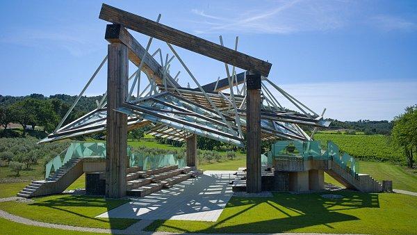 Letní hudební pavilon navrhl Kanaďan Frank Gehry.
