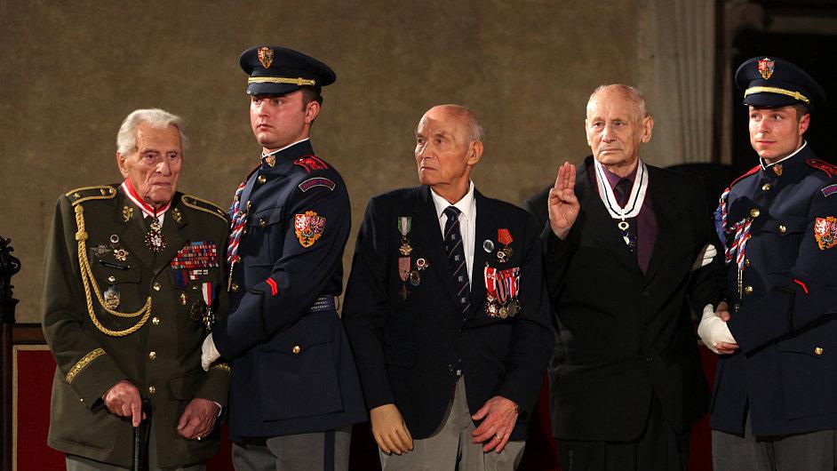 Ocenění válečných veteránů na Pražském hradě.